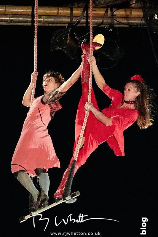 Trapese Act CirkVOST BoO perform at Poole Park